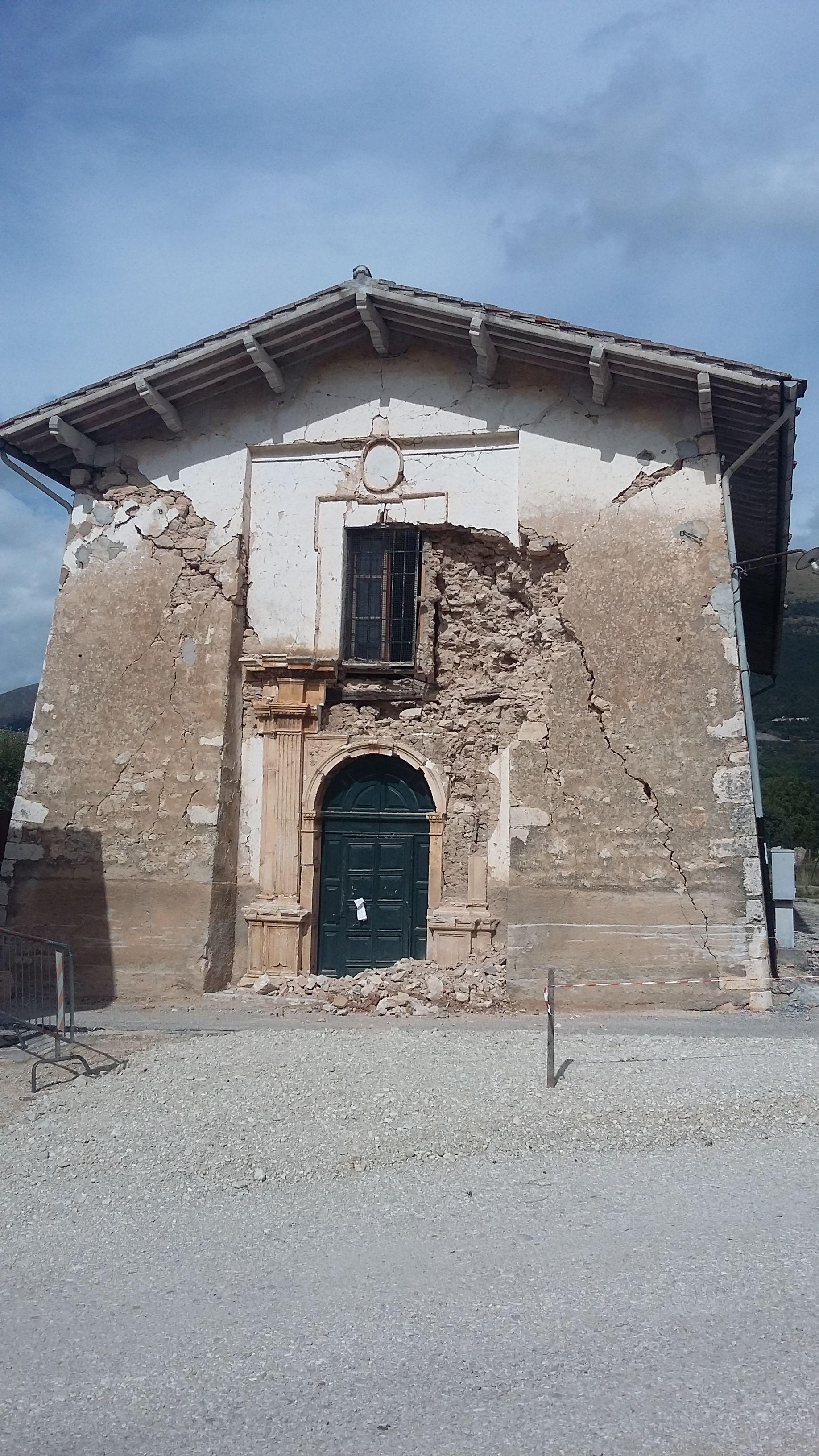 La chiesa di S. Antonio dopo le prime scosse