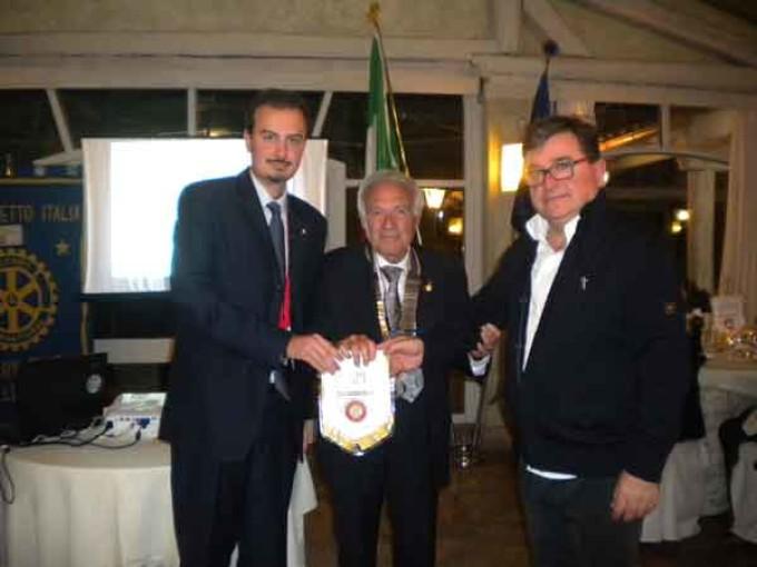 """Il Rotaract Castelli Romani a sostegno del progetto """"Voglio andare a scuola"""" ."""
