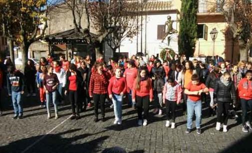 Flashmob a Colonna per la Giornata Internazionale contro la violenza sulle donne