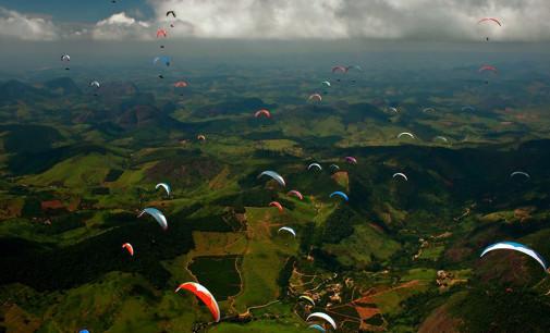 Nuovo record del mondo di volo in parapendio