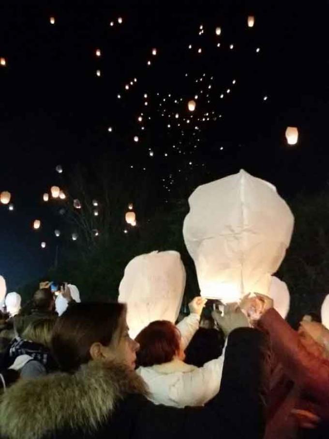 Centinaia di lanterne invadono il cielo di Roma per il Festival Delle Lanterne