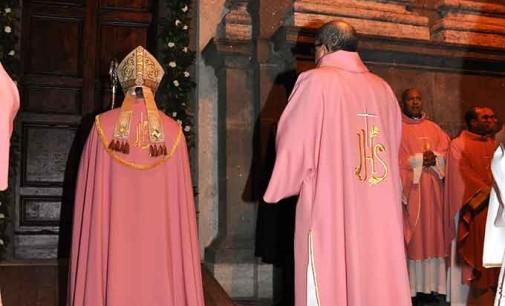 Albano, aperta la porta della Misericordia della Cattedrale
