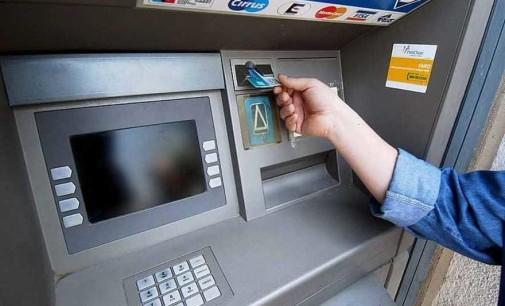 Se la carta rimane all'interno del bancomat