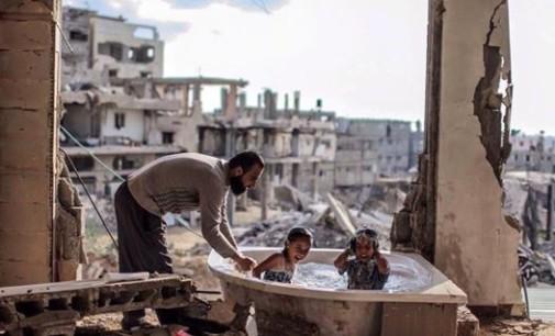 OBIETTIVI – L'ora del bagnetto, Gaza 2015
