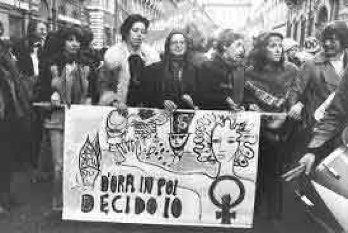Le femministe hanno affittato il cervello?