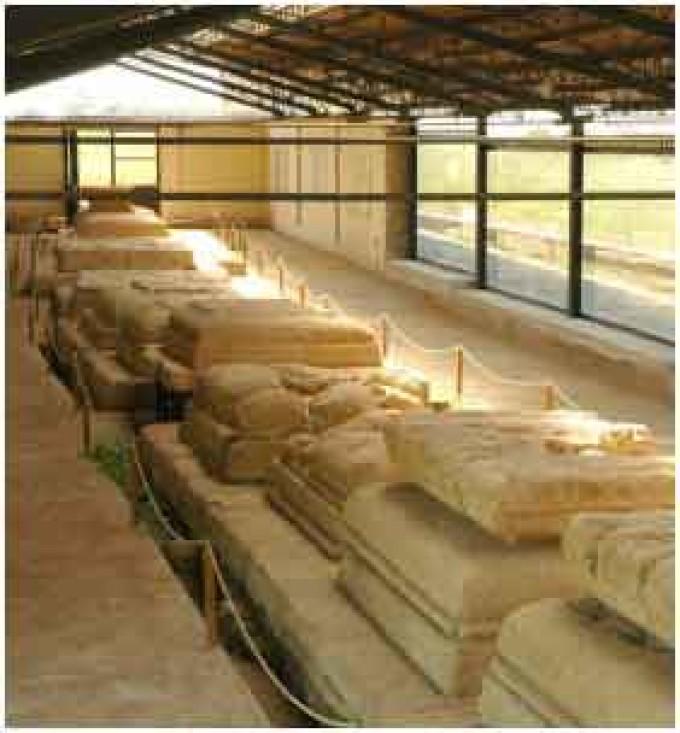 Visita all'area archeologica del c.d. Heroon di Enea e del Santuario dei XIII Altari
