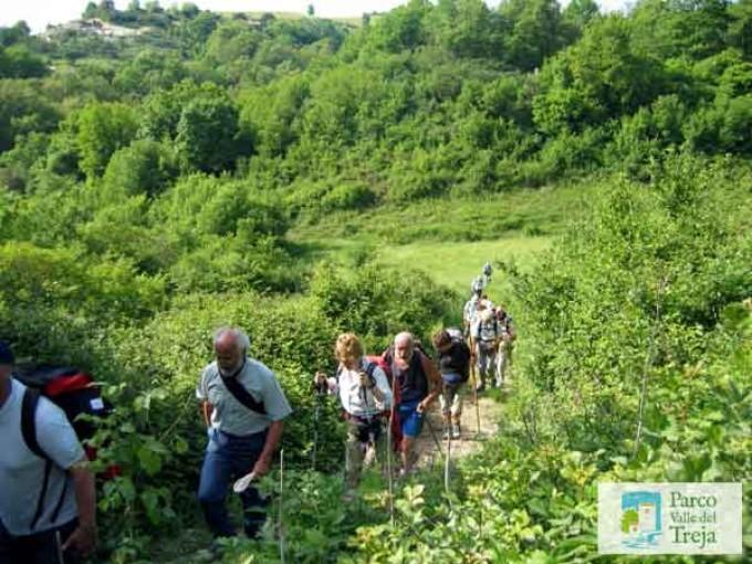 Camminare lungo i sentieri del Parco del Treja