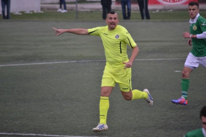 Atl. Kick Off calcio (I cat), Del Vecchio per tre: «A 30 gol il ds paga una cena a base di pesce»