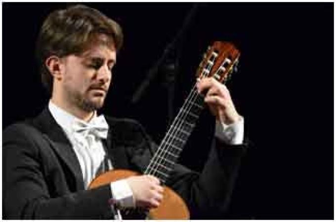 Velletri – Davide Giovanni Tomasi, chitarra