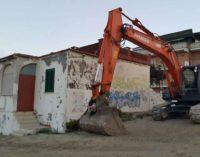 Ardea, ruspe sul lungomare: demolite due case abusive