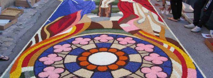 Arte, storia e gastronomia Città della Pieve festeggia l'infiorata