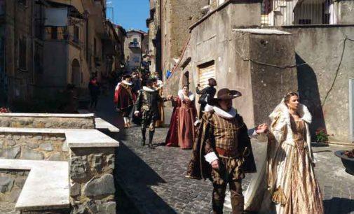 """I costumi  del """"Pallio della Carriera"""" durante il 550° della Madonna del Buon Consiglio di Genazzano"""