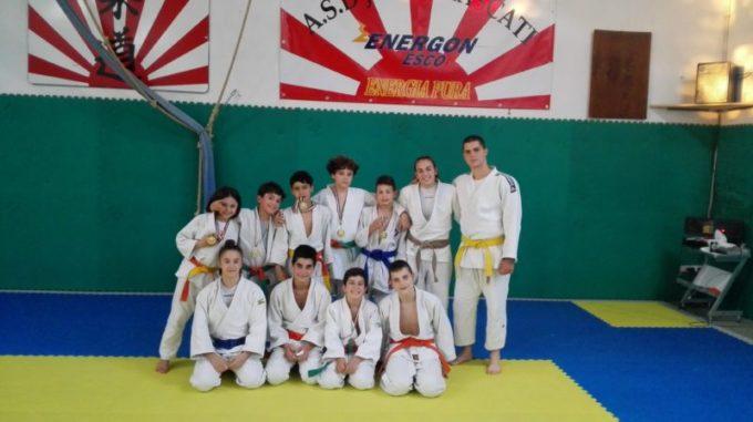 """Asd Judo Energon Esco Frascati sugli scudi al """"Trofeo Sakura"""" di Osimo: otto primi posti"""