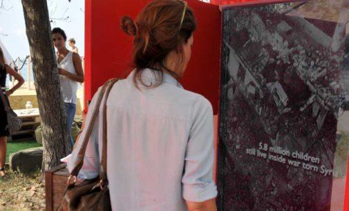 74a Mostra del Cinema di Venezia, una misteriosa porta rossa sul dramma dei bambini siriani