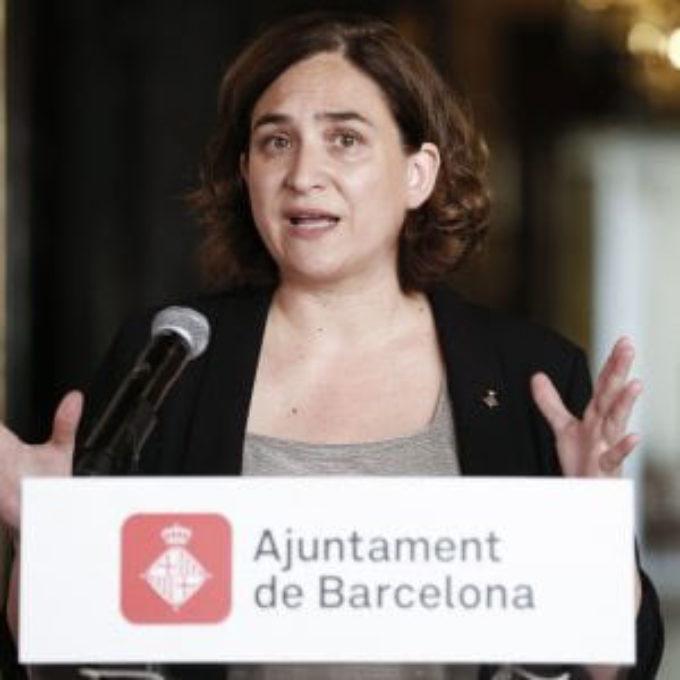 Contro la deriva razzista e supremazista, il nobile esempio della città di Barcellona