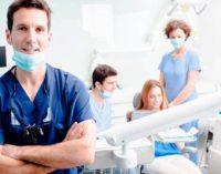 Cure dentistiche proibitive: soluzioni per non trascurare il tarlo dei denti