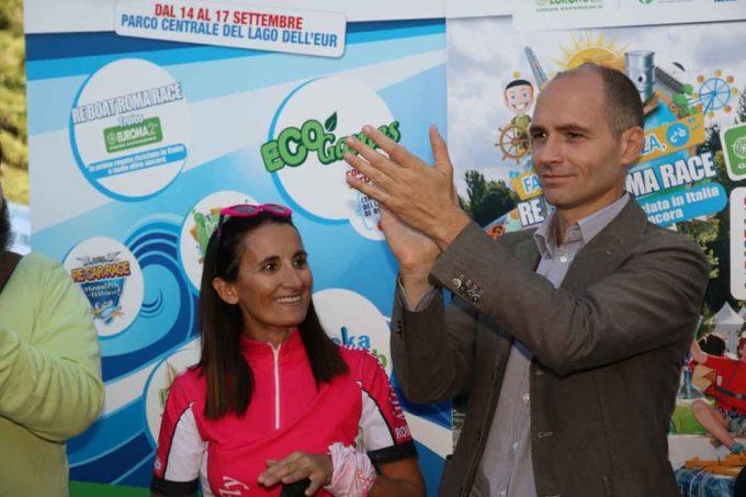 """RE BOAT ROMA RACE: LE PAGAIE ROSE VINCONO LA REGATA DELLE """"IMBARCAZIONI RICICLATE"""""""