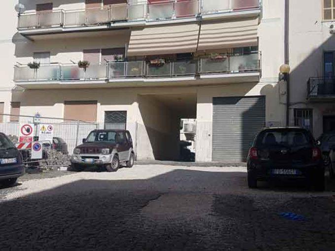 Piazza Pagnoncelli, dopo l'enorme buca è ancora senza pavimentazione