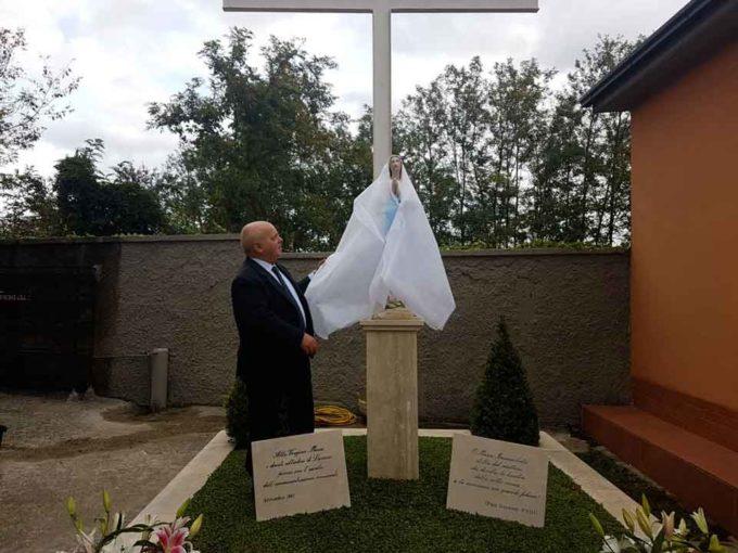 La Madonnina restaurata al cimitero di Lariano