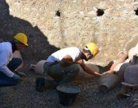 Pompei. Dai nuovi scavi in corso affiorano reperti intatti