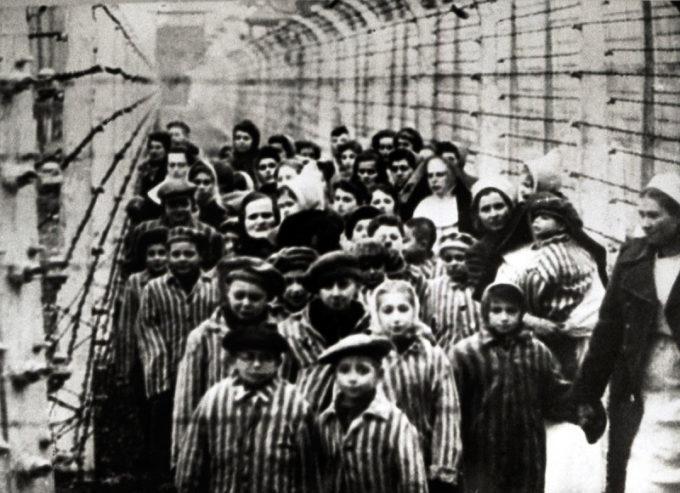 """Giornata della Memoria: """"Arbeit macht frei"""" (Il lavoro rende liberi)"""