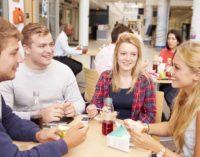 Studenti a tavola, svelate le abitudini alimentari in giro per il mondo
