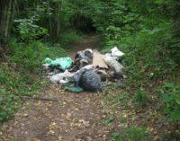 Cammino Naturale dei Parchi sfregiato dall'abbandono dei rifiuti