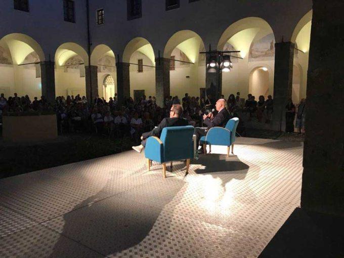 """Boom di presenze a """"Velletri Libris"""" per Paolo Mieli"""