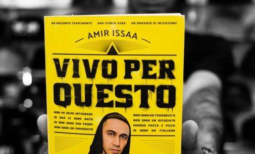 """Al Mamiani Amir Issaa: prima ora lezione di rap…""""Vivo per questo"""""""