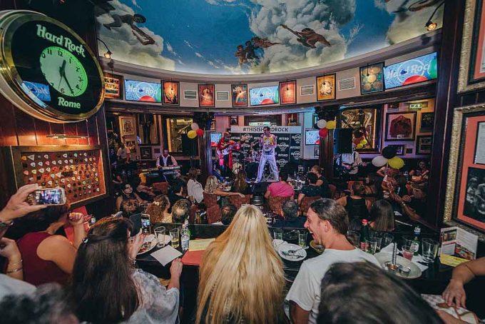 Hard Rock Cafe E Universal Music Italia Celebrano  Il 72esimo Compleanno Di Freddie Mercury