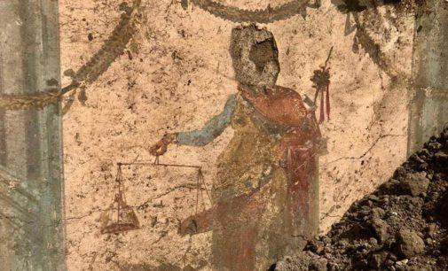 L'affresco di un Priapo, come quello della nota casa dei Vettii,  emerge dagli scavi della Regio V