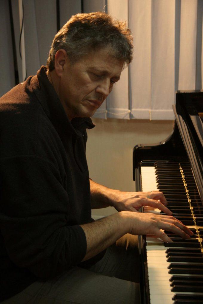 """Il M° Carlo Negroni presenta """"PIANOSOFIA""""  ultimo lavoro del grande pianista originario di Marino."""