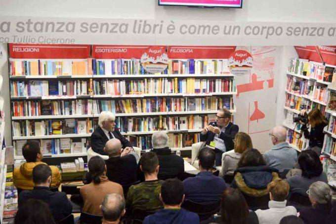Valerio Massimo Manfredi fa il pieno alla Mondadori di Genzano