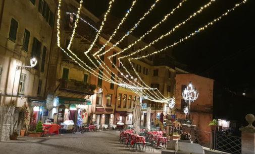 Il borgo di Nemi  si accende per il Natale.