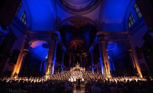 A VENEZIA IL CONCERTO DI NATALE DELL'ORCHESTRA VOCALE PIU' GRANDE D'ITALIA: 250 VOCI SUL PALCO DEL TEATRO GOLDONI