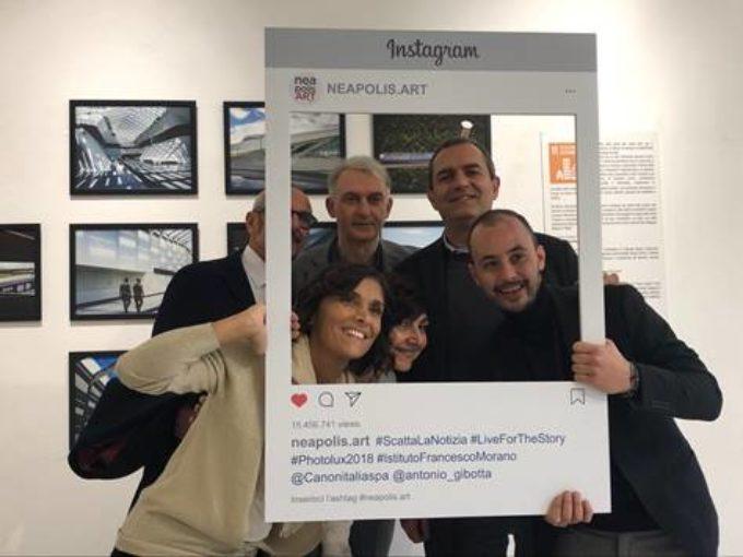 """De Magistris tra gli scatti degli studenti di Caivano al PAN per la mostra  """"RI-SCATTA L'OBIETTIVO"""""""