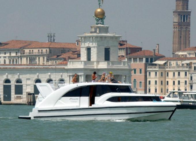 houseboat.it nel 2019 presenta la prima barca elettrica in Italia.