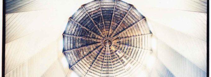 A Bologna, la mostra di Carlo Valsecchi sul gasometro restaurato da Hera