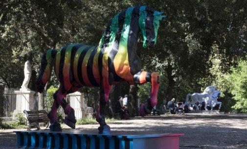 LEONARDO HORSE PROJECT: I CAVALLI DI DESIGN ARRIVANO A ROMA PER PIAZZA DI SIENA