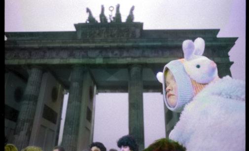LA CADUTA DEL MURO DI BERLINO IN UNA MOSTRA FOTOGRAFICA A BOLOGNA – BERLIN, BRANDENBURGER TOR 1989 dal 31 ottobre