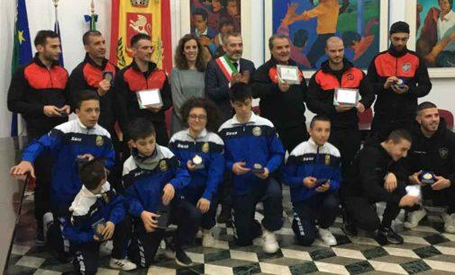 CAMPIONI IN COMUNE  Un riconoscimento dell'amministrazione al Fight Club Frasca