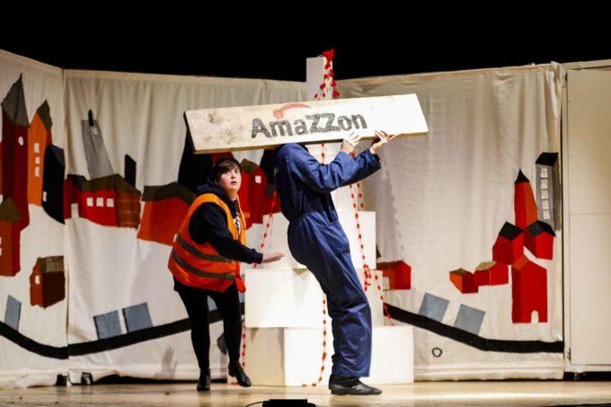 NATALE AL ROSSELLINI – La magia del Natale nell'era dell'e-commerce  NATALE SU AMAZZON