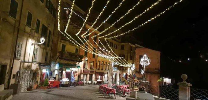 Il borgo di Nemi si accende per il Natale