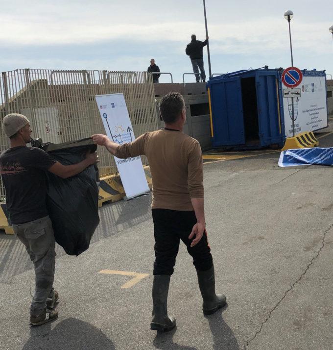 Fishing for Litter, continuano i progetti di raccolta della plastica in mare da parte dei pescatori