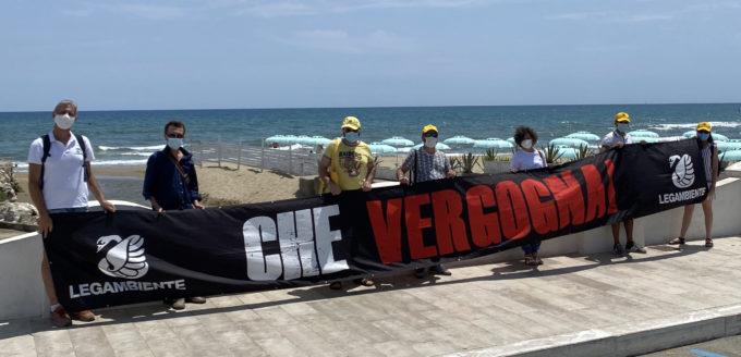 """Blitz """"Che vergogna"""" di Legambiente a San Felice Circeo per scarichi non depurati che arrivano in mare"""
