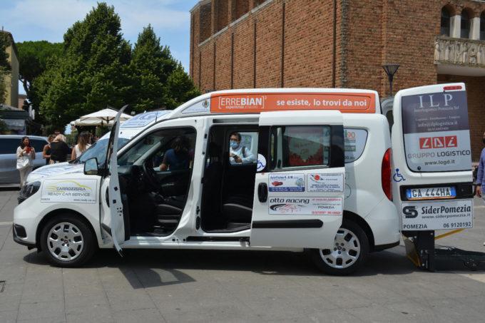 Trasporto pubblico a domicilio per disabili e anziani, consegnati i nuovi mezzi al Comune di Pomezia