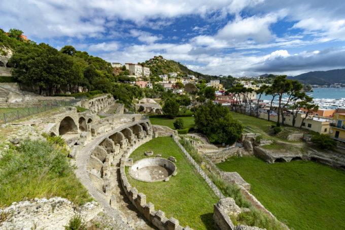 Gaia Flegrea di Sista Bramini alle Terme Romane di Baia