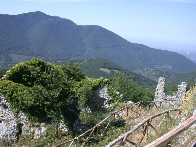 Italia Nostra Lazio: Il misterioso faro in cima al Monte Gennaro. Presentato esposto