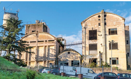 Hotel Penicillina, storia d'una fabbrica diventata rifugio per invisibili