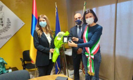 CIAMPINO – L'AMMINISTRAZIONE INCONTRA L'AMBASCIATRICE DELLA REPUBBLICA D'ARMENIA IN ITALIA